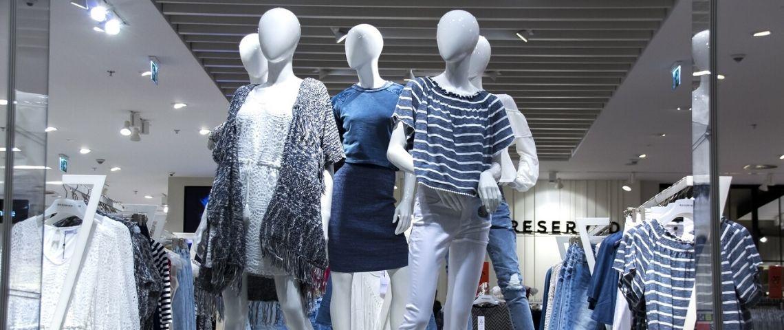 Vitrine d'une boutique dans un centre commercial