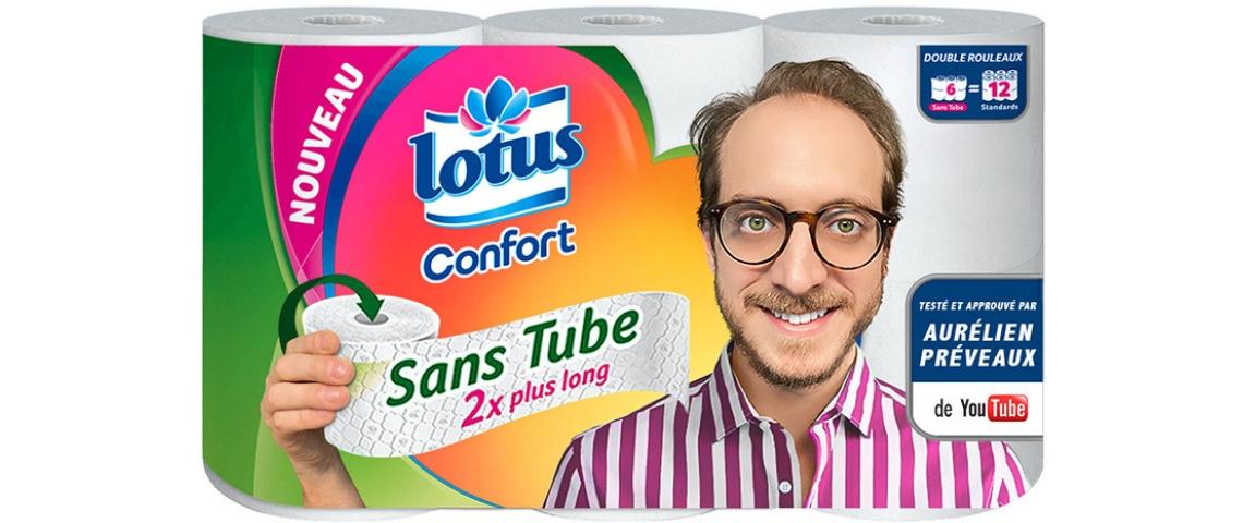 un jeune youtubeur qui est imprimé sur un paquet de rouleaux de papiers toilette