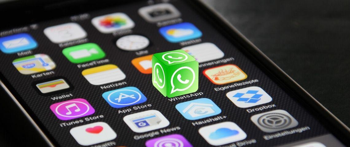 Logo Whatsapp sortant d'un téléphone portable