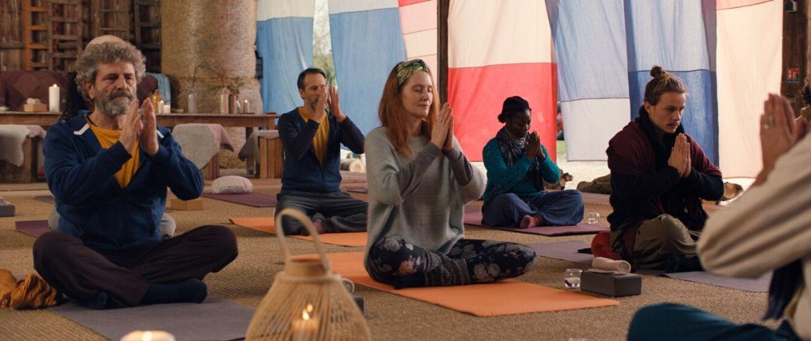 Groupe faisant de la méditation