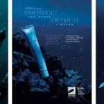 Visuel de la campagne de sensibilisation, avec des tubes cosmétiques échoué dans les fonds marins