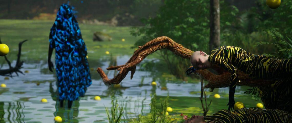 des femmes habillées de façon colorée dans une jungle