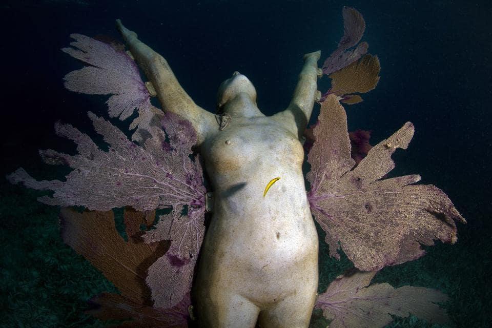 sculpture immergée sous l'eau