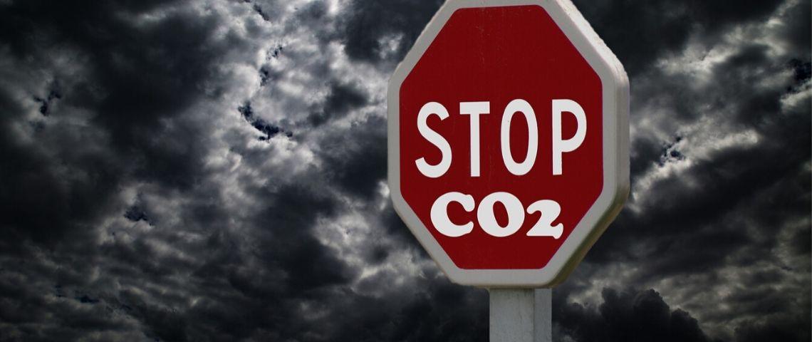 Panneau avec inscrit dessus : Stop CO2