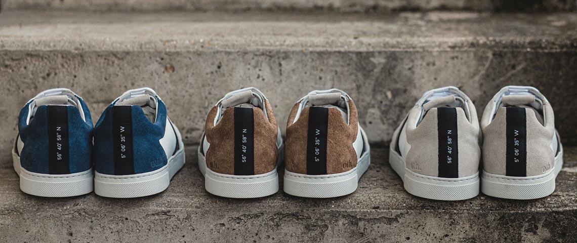 3 paires de chaussures sur un escalier