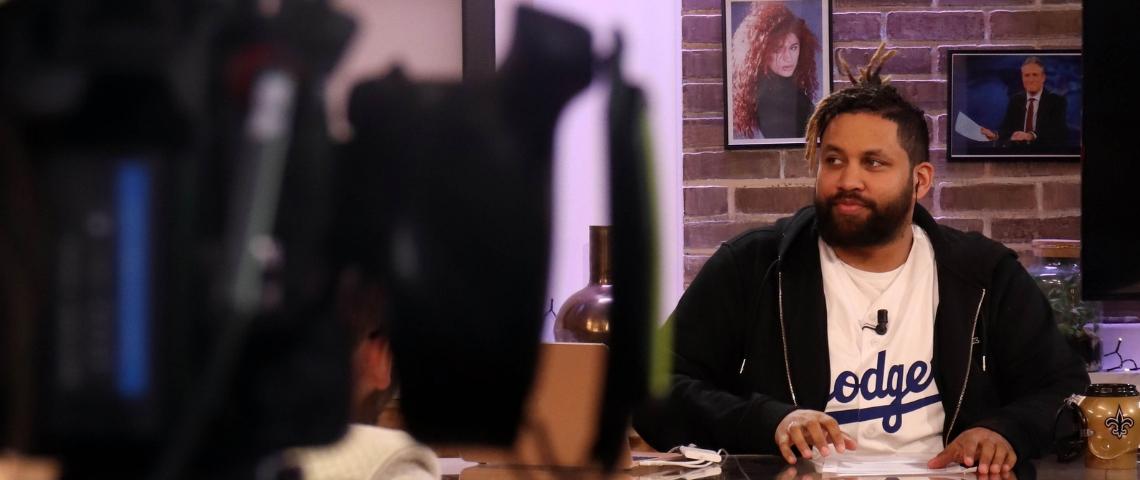 L'animateur Kevin Razy pendant un tournage