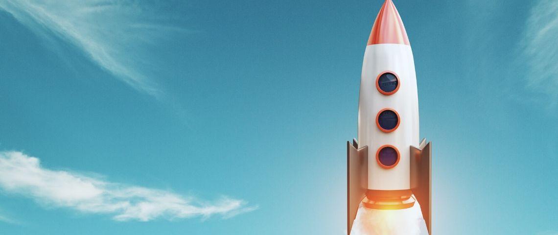 Une fusée dans le ciel
