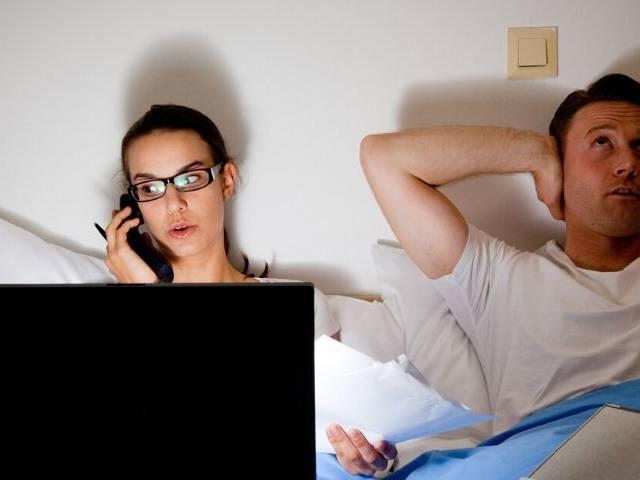 Les couples qui travaillent face à l'épreuve du confinement