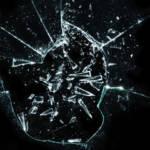 Un miroir brisé