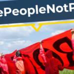 Des militants protestant contre les avantages du secteur aéronautique