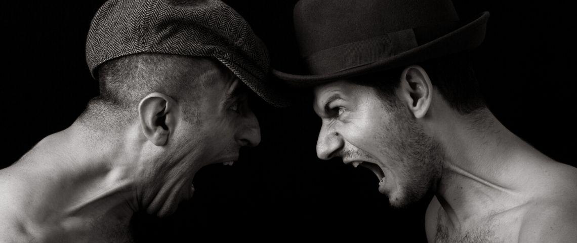 deux hommes qui s'engueulent