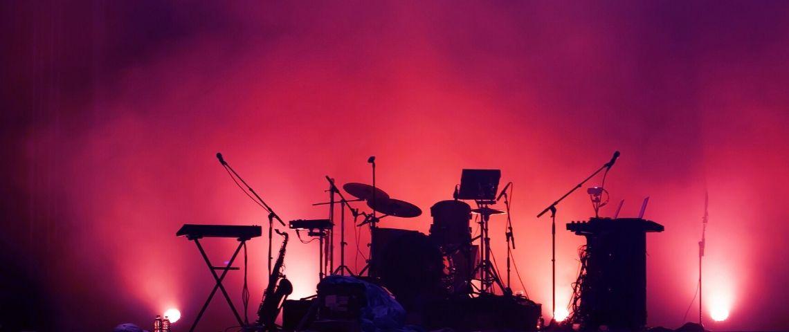 une scène de concert vide
