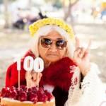 Une centenaire fête son anniversaire