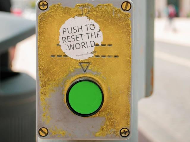 Un bouton dans la rue pour remettre le monde à zéro