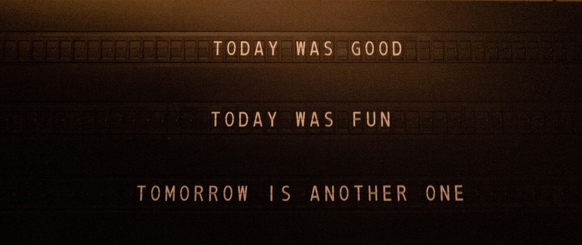 Une pancarte qui parle d'aujourd'hui et demain