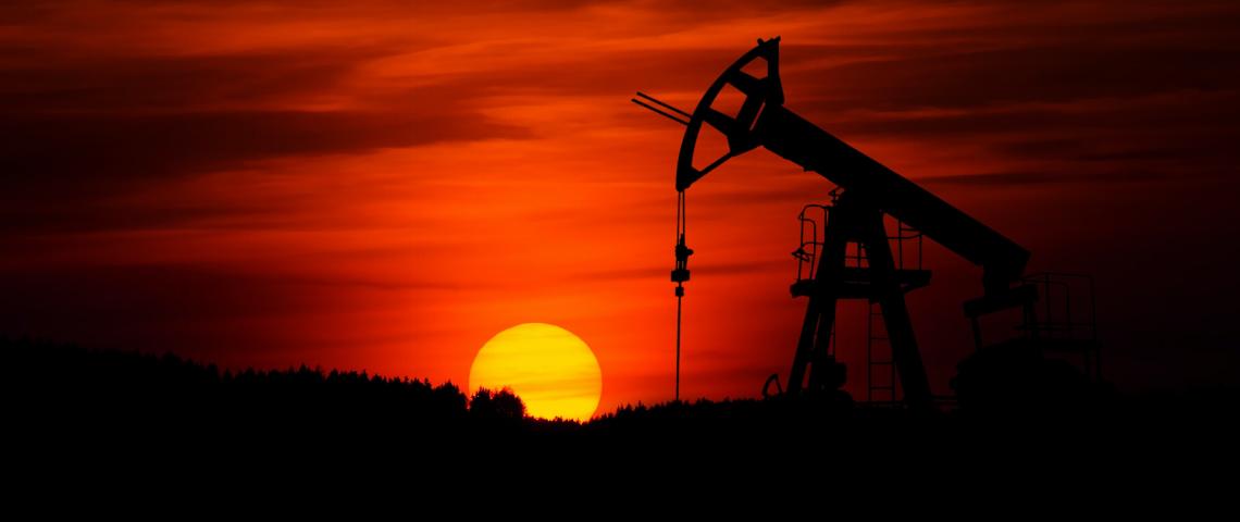 Puit de pétrole coucher de soleil