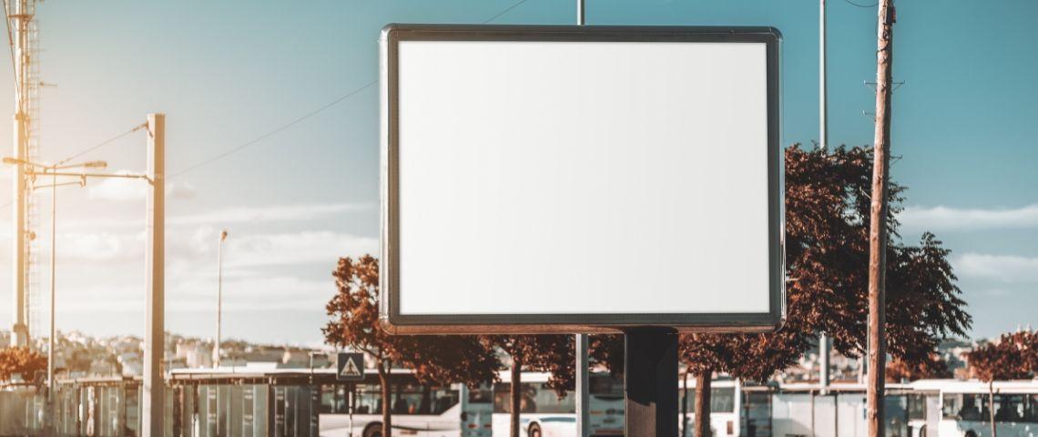panneau sans affiche en ville