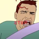 un homme se fait gifler par une patte de chat
