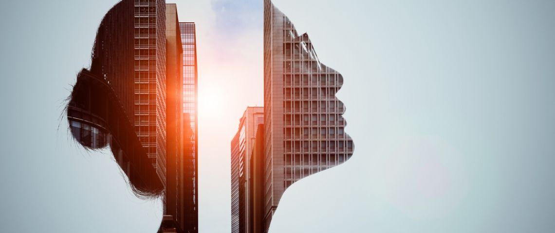 Le visage d'une femme qui se dessine sur des immeubles