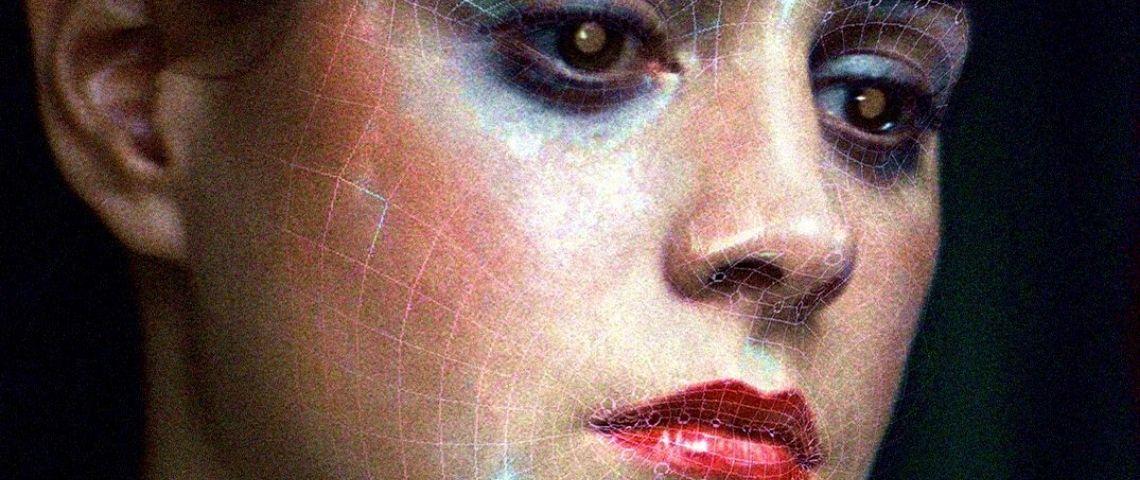 visage de femme androide