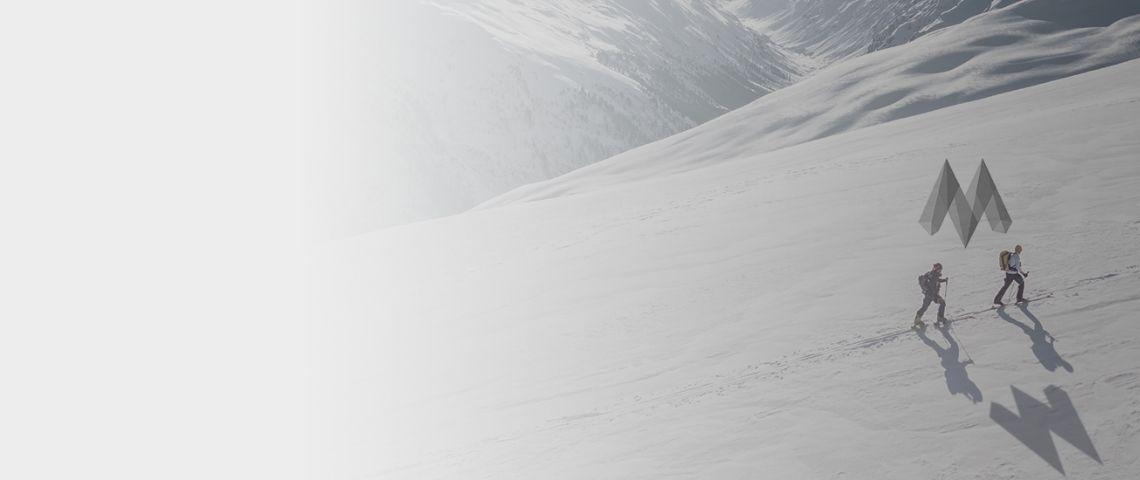 Grimpeurs en haute montagne