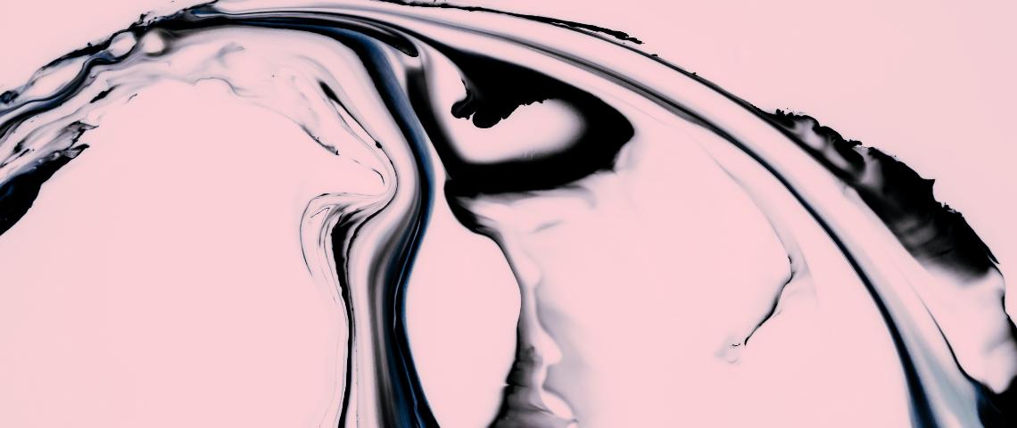 encre noire sur fond rose abstrait