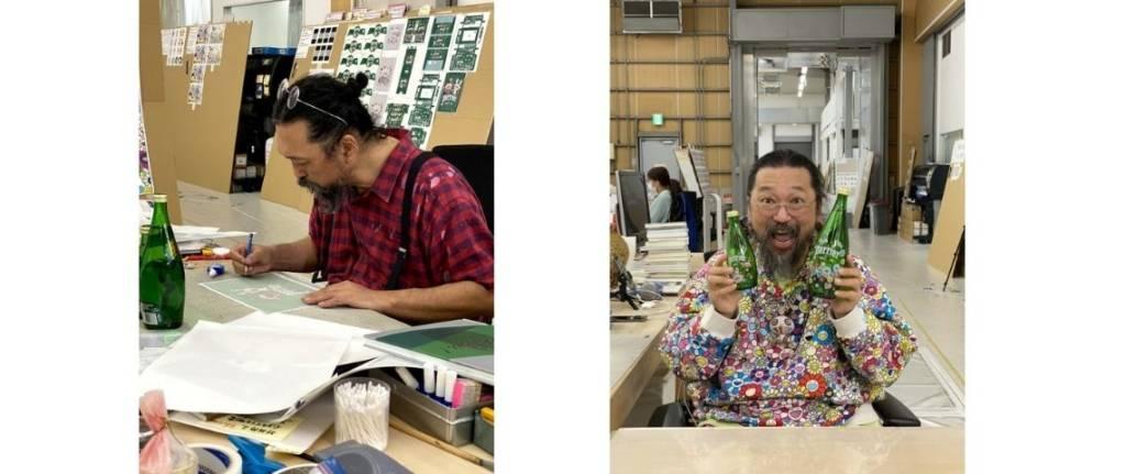Takashi Murakami travaillant sur le décor des bouteilles Perrier et posant ensuite avec une bouteille dans chaque main
