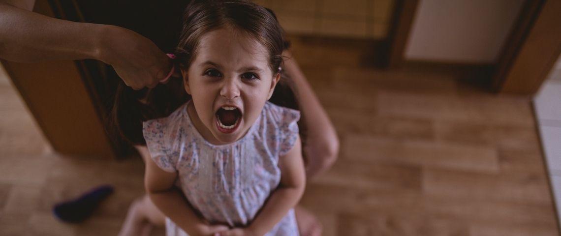 Une petite fille qui crie
