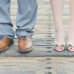 Cuple dont on ne voit que les chaussures