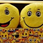 Des peluches emojis