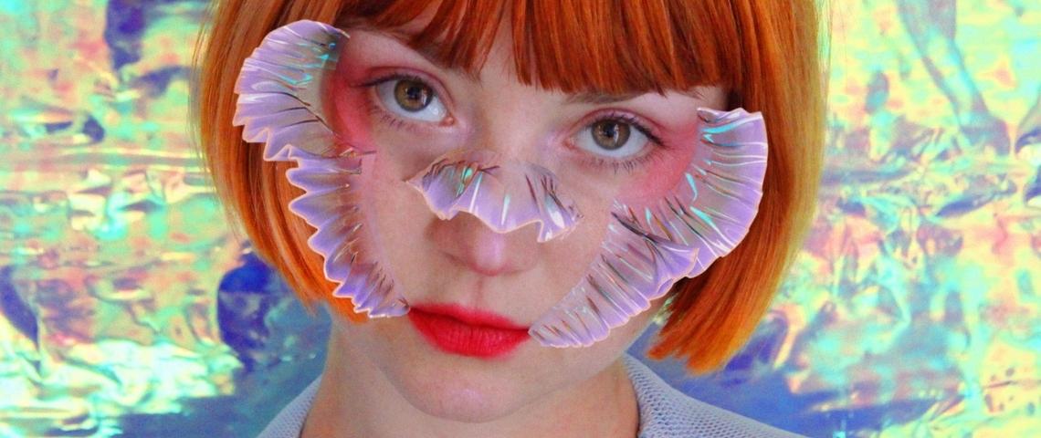 Portrait d'Inès Alpha, une créatrice de maquillage numérique