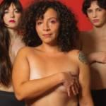 Femmes en culotte se cachant les seins avec leur bras