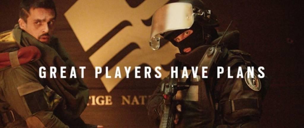 Hommes armées avec l'inscription : Greta player have plans
