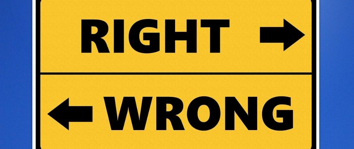 Panneau de direction : Right/Wrong