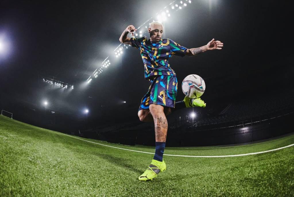Neymar Junior dribblant