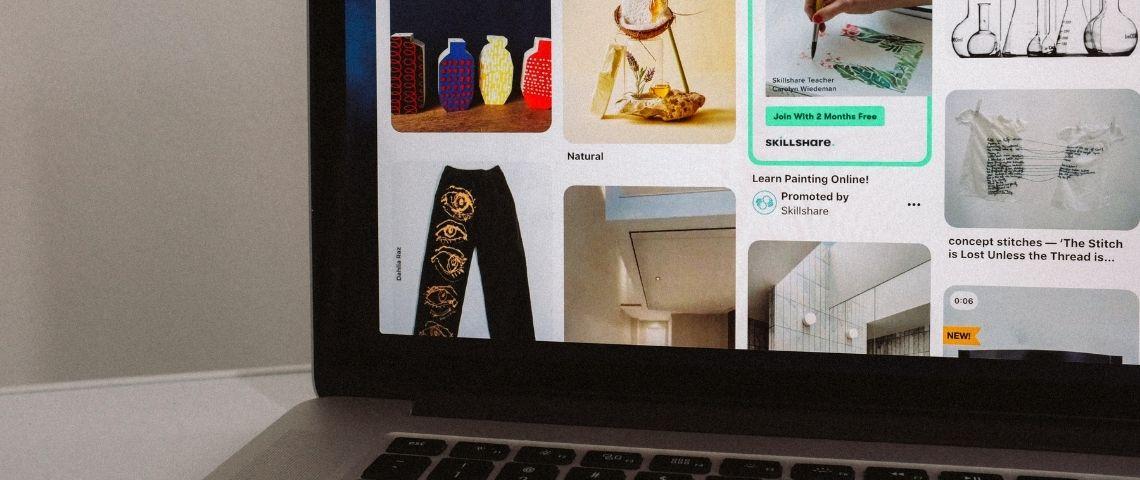 Ecran d'ordinateur avec une page ouverte sur Pinterest