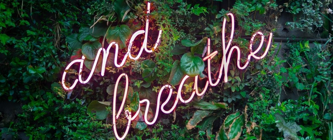 Panneau lumineux : and breathe
