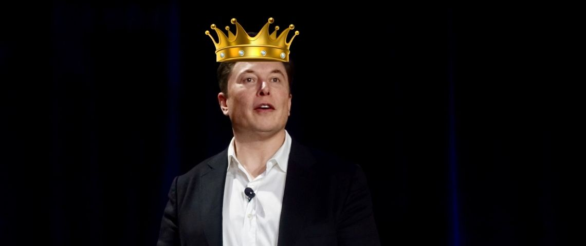Photomontage d'Elon Musk portant une couronne