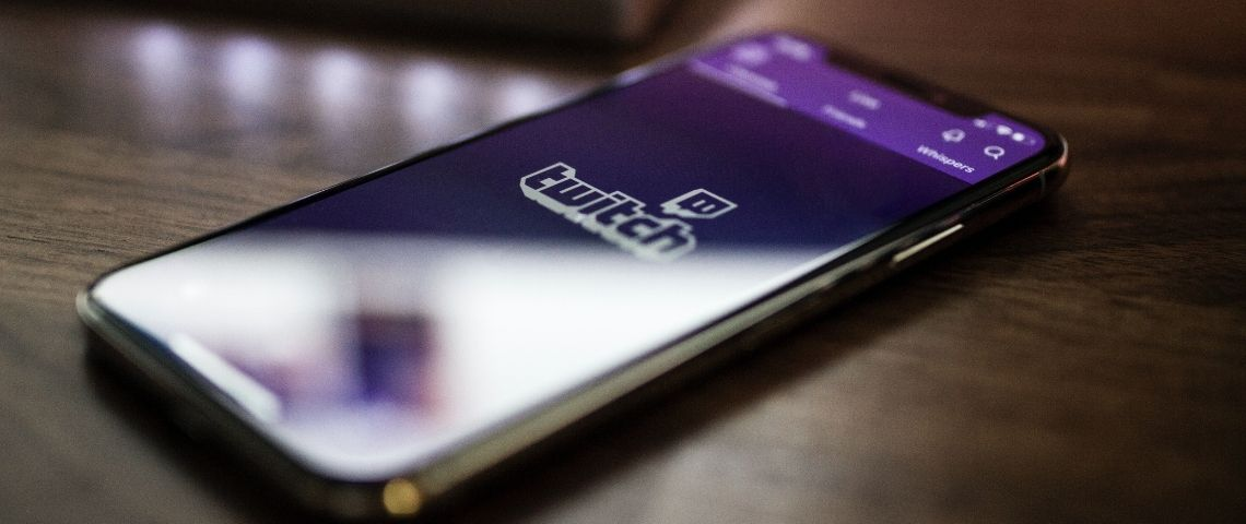 Smartphone avec l'application Twitch