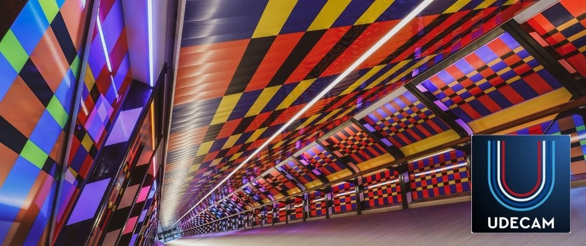 Couloir créatif, multitude de couleurs + Logo Udecam
