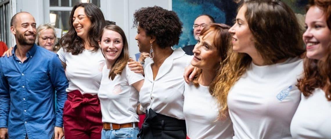 Equipe d'Atelier Unes - Femmes et hommes qui sourient