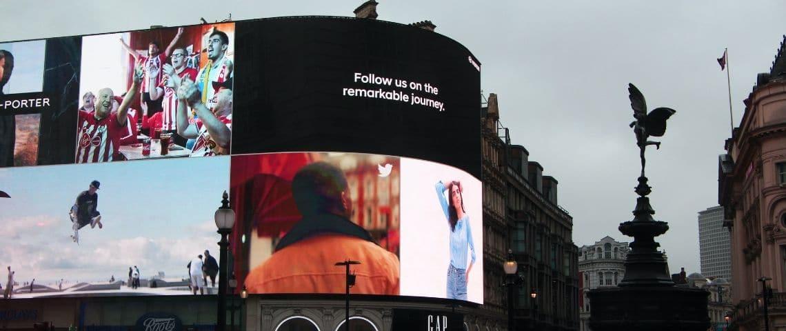 Ensemble d'affichages publicitaires dynamiques