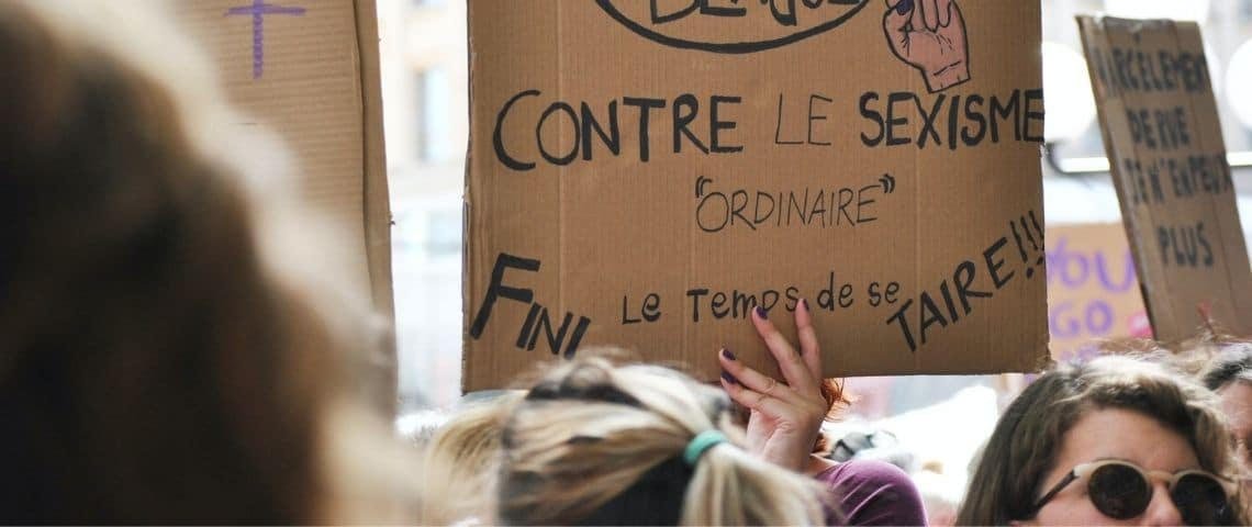 Photo d'une pancarte de manifestation contre le sexisme envers les femmes