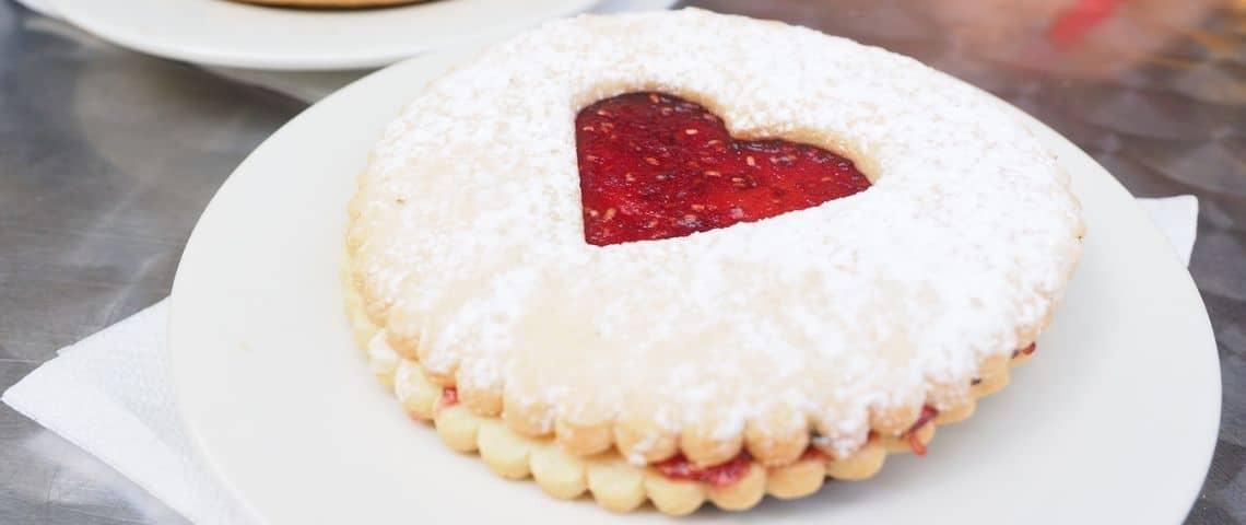 Biscuits avec un coeur au milieu