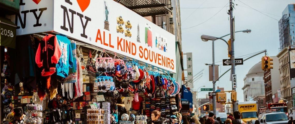 « Zizmorcore » : mais pourquoi les New-yorkais s'habillent-ils dans des boutiques de souvenirs ?