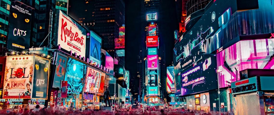 Les publicités lumineuses de Time Square la nuit