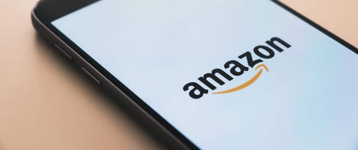 Smartphone avec le logo Amazon