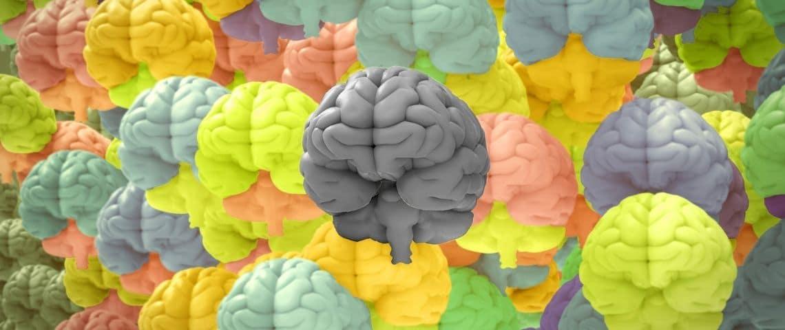 Plein de cerveaux de toutes les couleurs