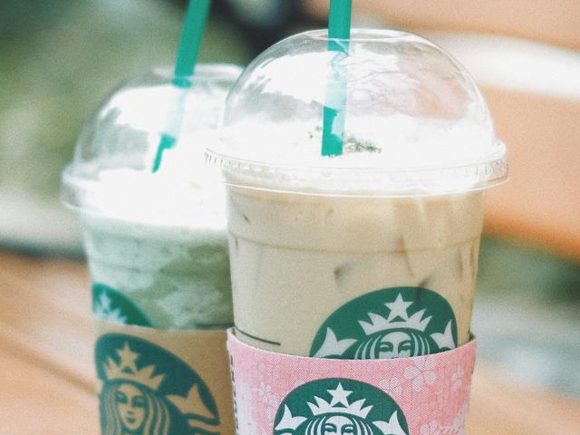 Deux boissons Starbucks
