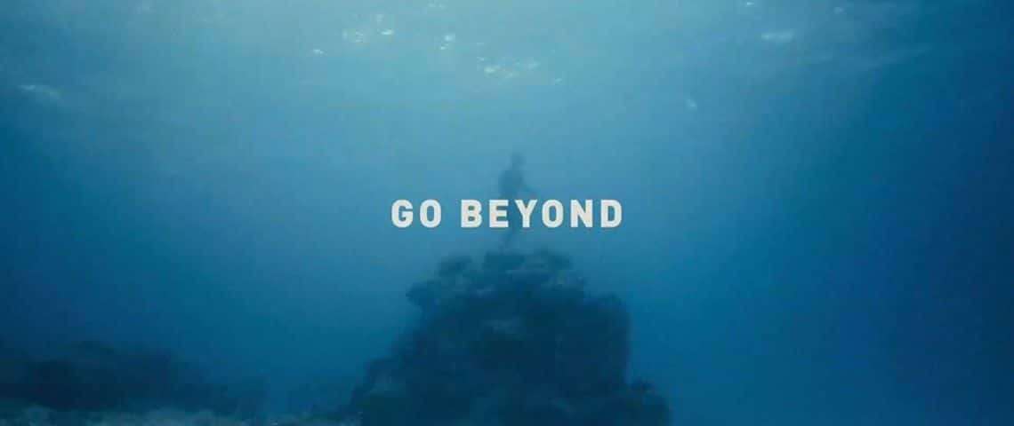 Fond d'un océan, avec un plongeur